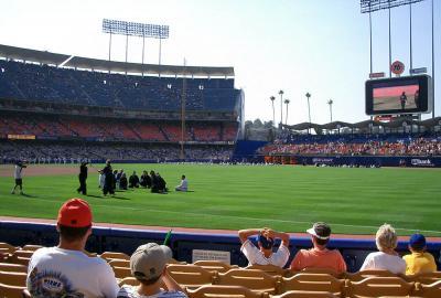 ドジャー・スタジアムで野球の観戦