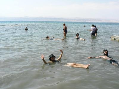 中東の旅【16】  長年の夢 死海浮遊体験