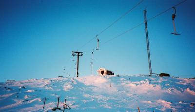 北極圏スウェーデン ドゥンドレッド でオーロラ、スキーに犬そり