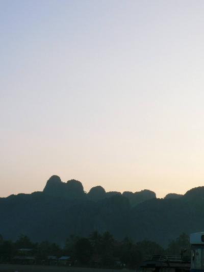 アジア・バックパッカーの旅【37】 ラオスの桂林 バンビエンの夕日