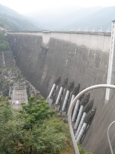 チェンマイは最高に面白い 126 タイで一番大きなダム別名はラマ9世ダム=プミポンダム