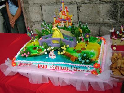 フィリピンの下町で行われた誕生日パーティー