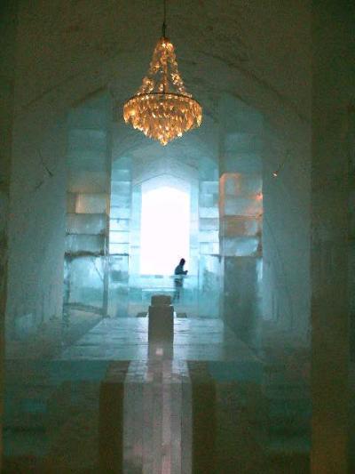 幻想的なユッカスヤルヴィのアイスホテル