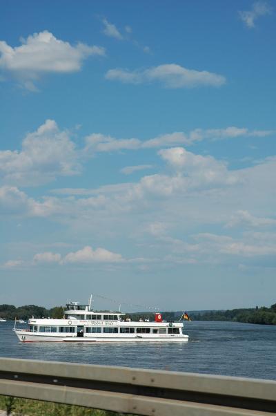 ライン川のほとりの休日
