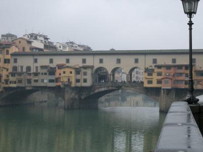 ヴェッキオ橋はほんとうに古いのでしょうか