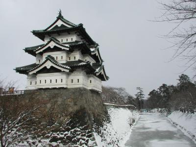 羽越線経由で行った冬の弘前城