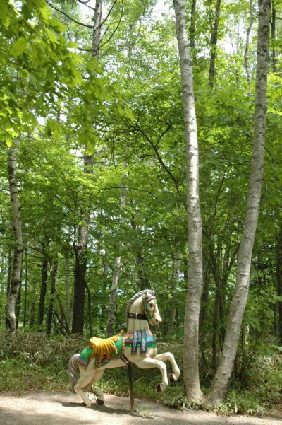 萌木の村: 高原のまぶしい新緑と洗練されたショップに酔う。
