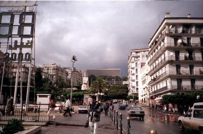 北アフリカのパリ、アルジェ。