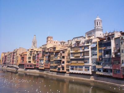 ジローナ観光、バルセロナからの日帰り旅行、古い町並み