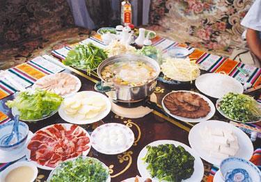 世界の「おいしい食」:裏ポタラとともに味わうチベット宮廷料理「ギャコック」