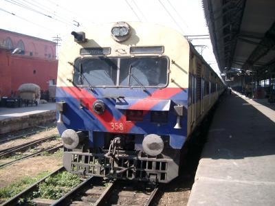列車-デリー駅