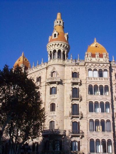 バルセロナ観光:グラシア大通り、バルセロナのシャンゼリゼ!