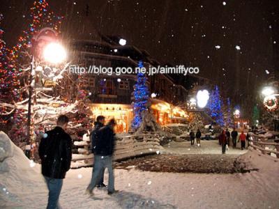 雪とクリスマスイルミネーション