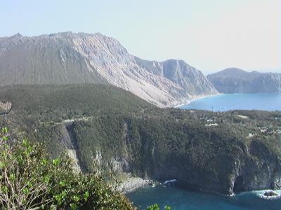 黒潮と伝説につつまれた神津島、天上山を登る。その2
