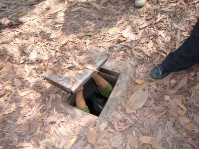 世界遺産アンコールワットとベトナム感動紀行5日間:クチトンネル観光