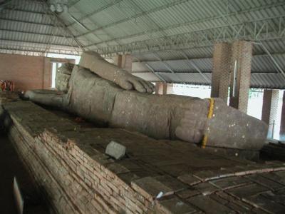 砂岩の涅槃像、パノム・ワン遺跡「タイ・イサーン遺跡巡り2007.3」(その3)