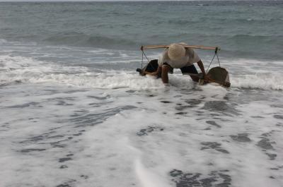 塩作り名人   クサンバ  バリ島