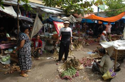 ロンボク島のパサール(市場 )の地名 スウェタ