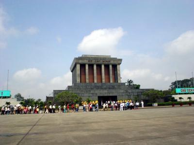 ハノイ3: 市内バスで巡る 「ホーチミン廟」 と 「タイ湖」