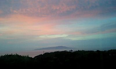 早朝4時、伊豆から見た大島