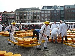 ペンションタイプの帆船サクセス号で航く花のオランダ運河の旅に感動!