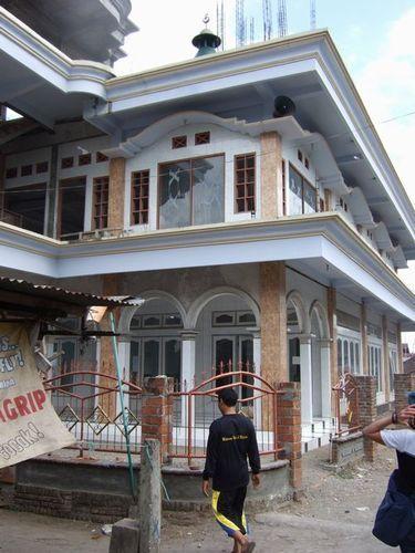 ロンボク島の集落へ   バリ島発5泊6日の旅
