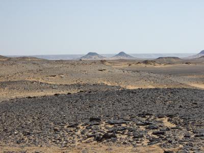 エジプト2007・・・?砂漠は色に溢れて 黒砂漠