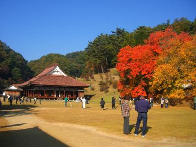 晴れの国 岡山(紅葉の旧閑谷学校)