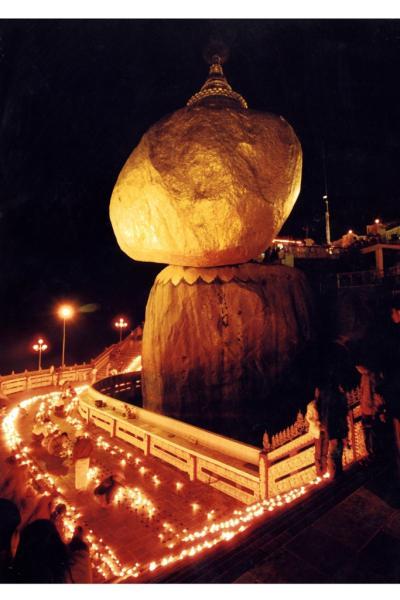 チャイティーヨーパゴダの蝋燭祭り(灯明際)