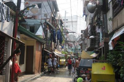 2007秋、フィリピン旅行記1(6):10月30日(5)マニラ・リサール公園、ハローワークのテント街、スラム街