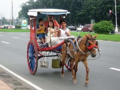 2007秋、フィリピン旅行記1(8):10月31日(1)マニラ・マニラ市内、通りの壁画、観光馬車