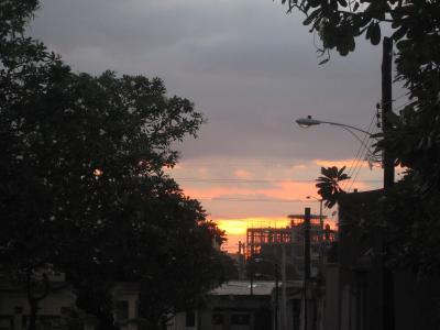 2007秋、フィリピン旅行記1(21):11月1日(5)マニラ、アル・パパ駅、中国人墓地、墓地の夕日