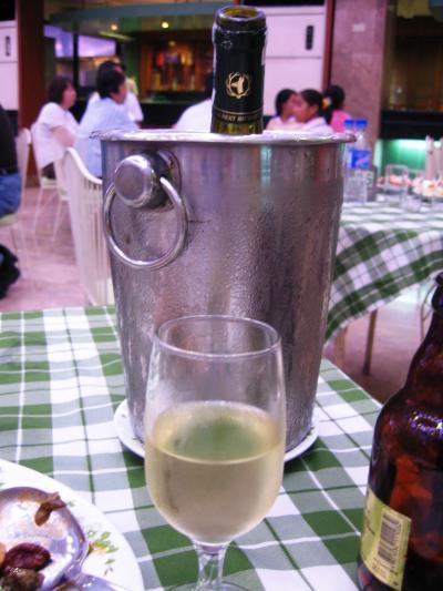 2007秋、フィリピン旅行記1(22):11月1日(6)マニラ、中国人墓地、シーフード・マーケット、白ワインの晩餐