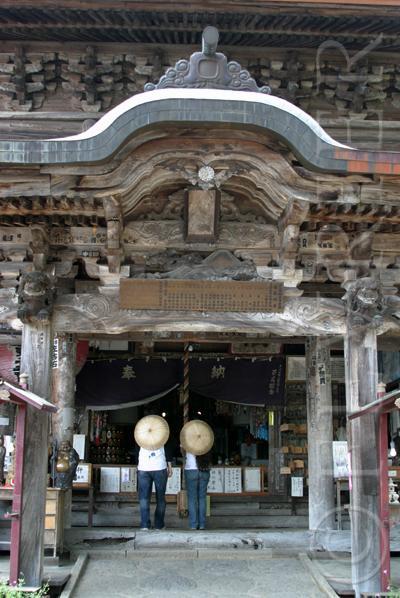 会津三十三観音巡りを「3」にちなんで3人で。