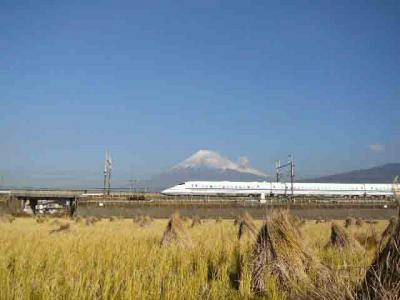 富士市からみた富士山と新幹線