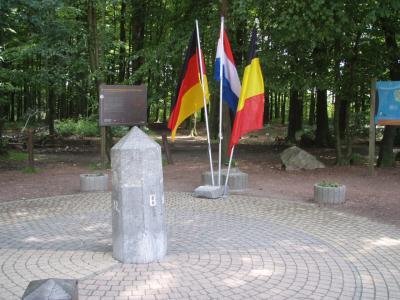 マーストリヒト Maastrichtからオランダ、ベルギー、ドイツ3カ国の国境ドリーランデンプント