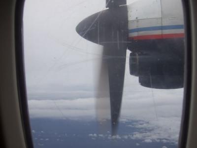 ロンボク島  プロペラ機