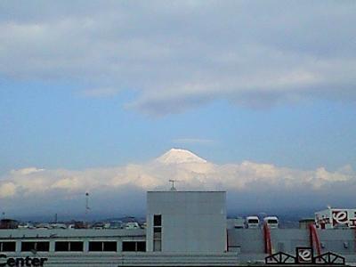 ♪♪♪頭を雲の上に出~し♪♪♪(富士山)