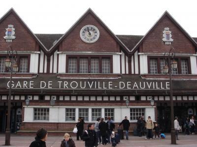 """2011年フランスサミット G8の首脳会議開催地であり、 映画 """"男と女""""の舞台になった街 ドーヴィルとトウルーヴィル"""