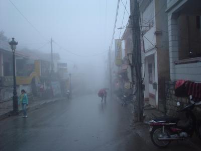 冬のサパ1: 冷たい霧にむせぶ 「少数民族の里」