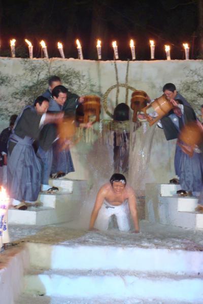 伝統奇祭 「雪中花水祝(せっちゅうはなみずいわい)」 <新潟県魚沼市堀之内>