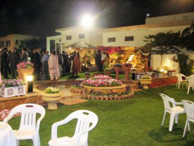 Pakistan 春の宵のガーデン・レセプション(Garden Reception) ~ミツバチばあやの冒険~