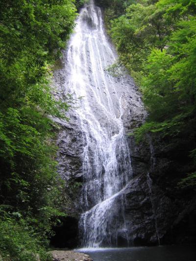 質志鍾乳洞と琴滝(京都府京丹波町)