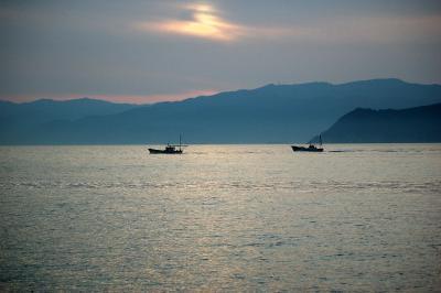 夕日を求めてやってきた。和歌山加太の街。