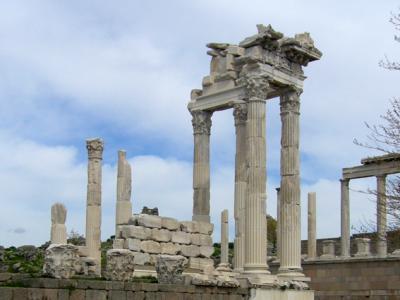 トルコ2・・ベルガマのアクロポリス遺跡は高い山の上!