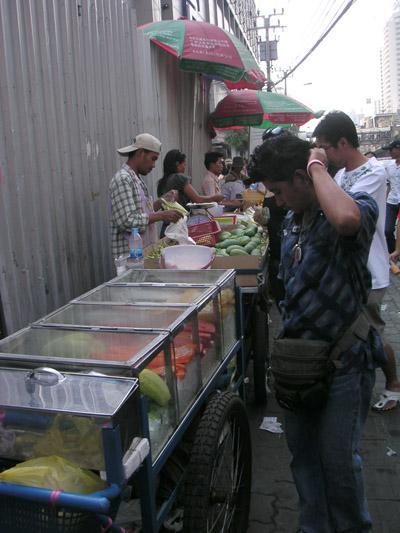 バンコク7日目 プラトゥーナム市場へ