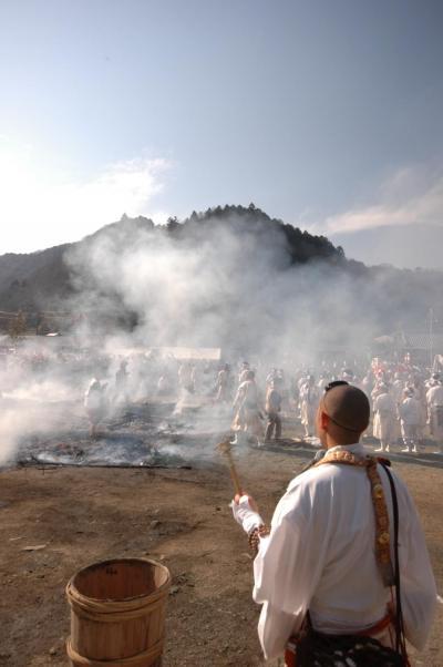 高尾山大火渡り祭