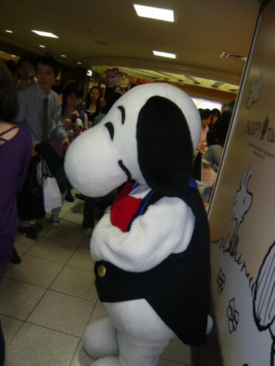 スヌタウン大阪梅田店オープンの日◆スヌーピーとの写真撮影会