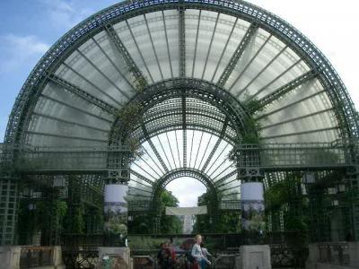 Forum des Halles は植物園と併設(?)されている近代的なショッピングセンタ
