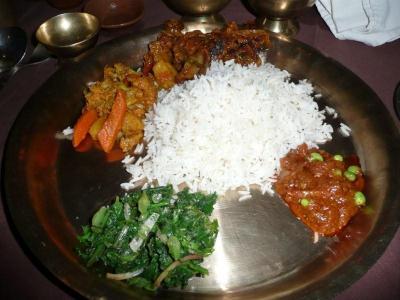 カトマンズでネパール郷土料理を食す。